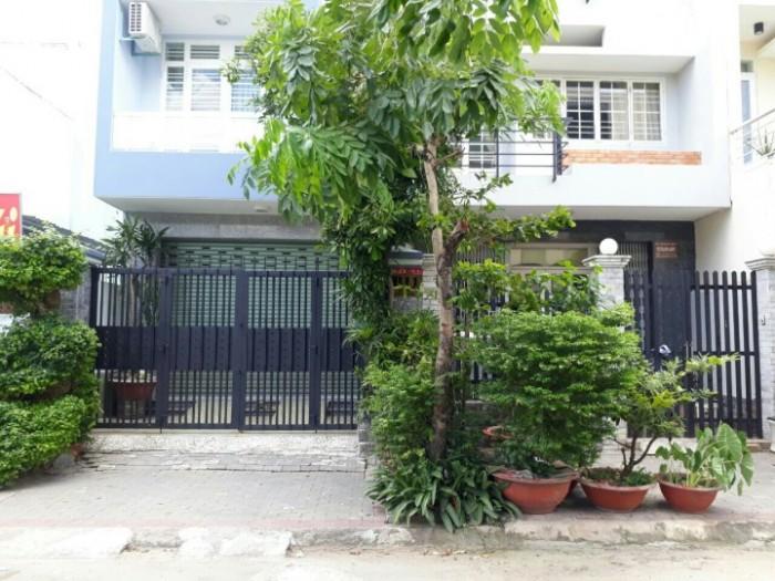 Nhà 1 trệt 2 lầu mt đường chợ Phú Thuận Quận 7