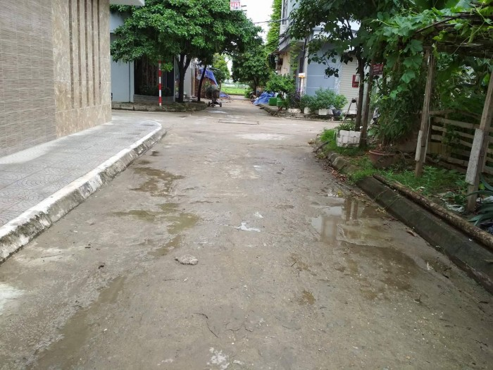 Bán đất chính chủ ngõ 175 Bát Khối, Long Biên, diện tích 75,5m giá rẻ.