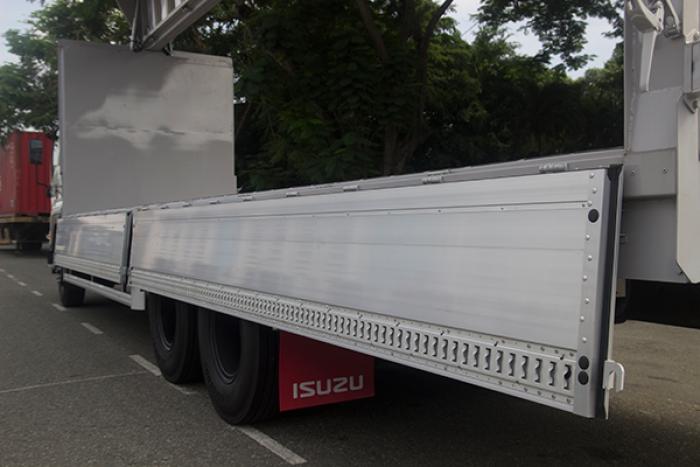 Xe isuzu fvm34w 16 tấn thùng kín cánh dơi