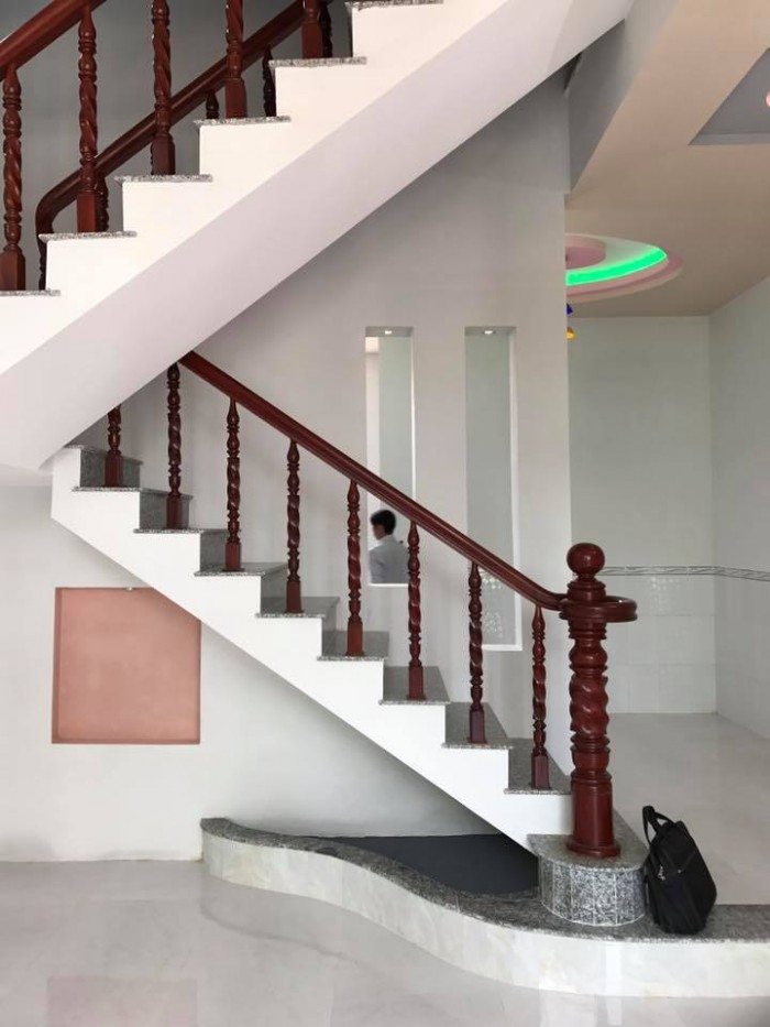 Bán nhà mới 1 trệt 1 lầu hẻm 120, đường Hoàng Quốc Việt