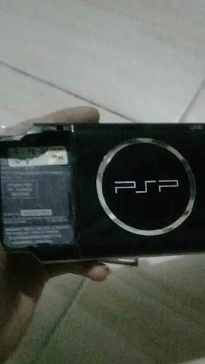 Cần bán máy chơi game cầm tay psp 30004