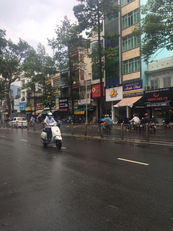 Bán nhà 2 mặt tiền đường Bùi Viện khu phố Tây Phố đi bộ, P. Phạm Ngũ Lão, Quận 1