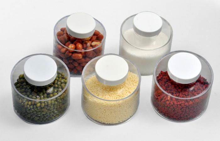 Nắp đậy kín, chắc chắn giúp bảo quản gia vị nhà bạn thật tốt và giữ nguyên mùi vị.1