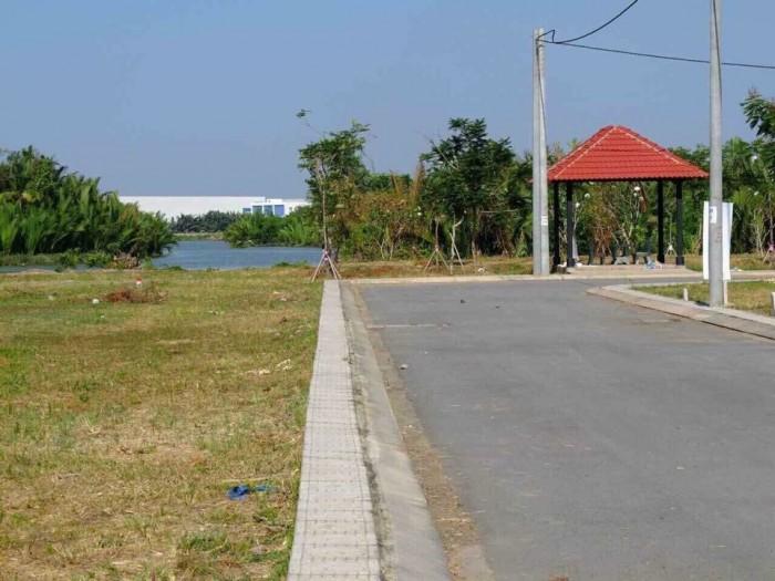 Bán lô đất có sổ hồng cách ngã ba Lò Lu 700m - Quận 9