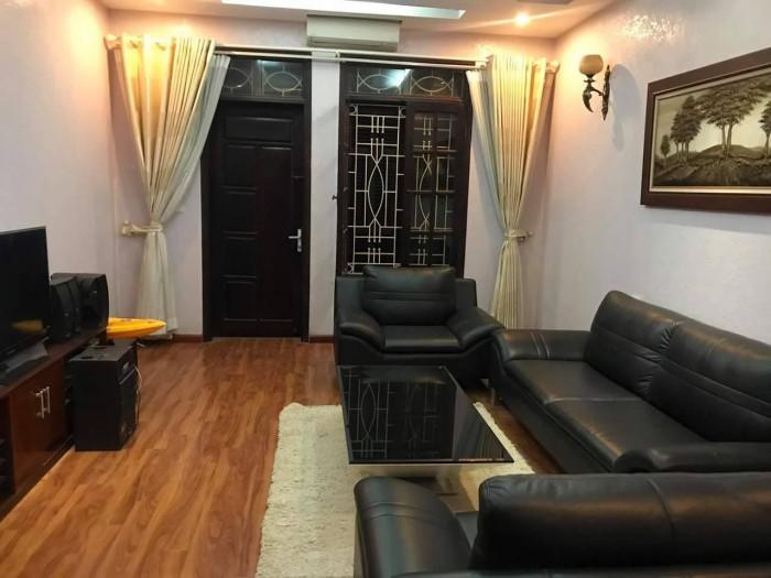 Bán căn hộ khép kín tầng 3 mặt phố Phủ Doãn Hoàn kiếm,  DT 50m2 với 2 phòng ngủ