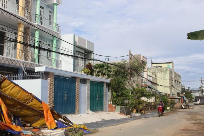 Bán nhà 2 lầu đường Phạm Văn Sáng, 300m2
