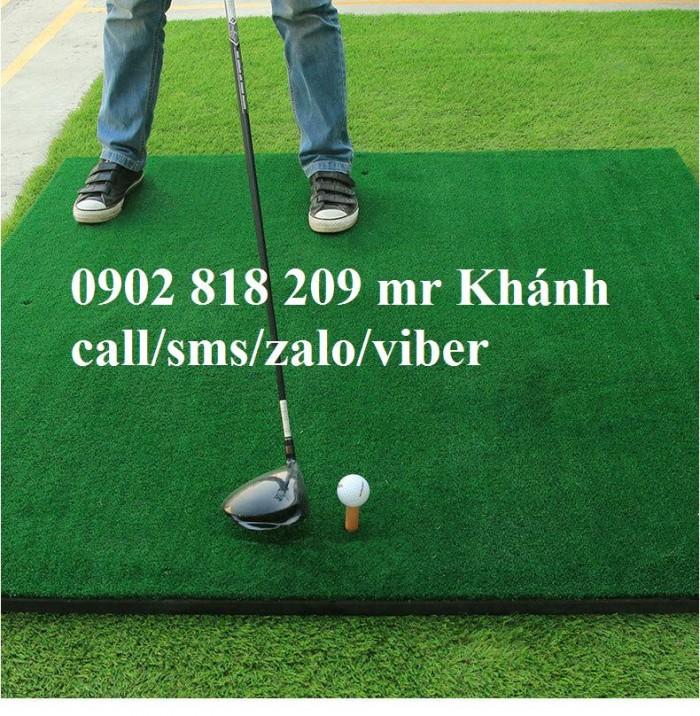Thảm tập golf 3D Theo xu thế hiện đại việc chơi golf không chỉ giúp con người thư giãn mà còn là phương pháp rèn luyện sức khỏe sau những giờ bận rộn của công việc.                                Tuy nhiên không phải ai cũng có thời gian để ra sân golf chơi vì thường sân golf ở xa trung tâm và trong quỹ thời gian hạn hẹp của mình việc lựa chọn  thảm chơi golf tại nhà là một trong những giải pháp hiệu quả và tiết kiệm Đáp ứng nhu cầu đó, Công ty TNHH thế giới golf việt nam giới thiệu tới quý khách hàng thảm tập golf 3D Lớp sợi chất lượng cao dày: 10mm, cao su Sđt: 0902818209 - 024665162460