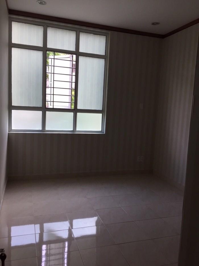 Cần bán gấp tầng trệt căn hộ Giai Việt, đường Tạ Quang Bửu , Dt 145m2, 3 phòng ngủ, tiện ở hoặc kinh doanh