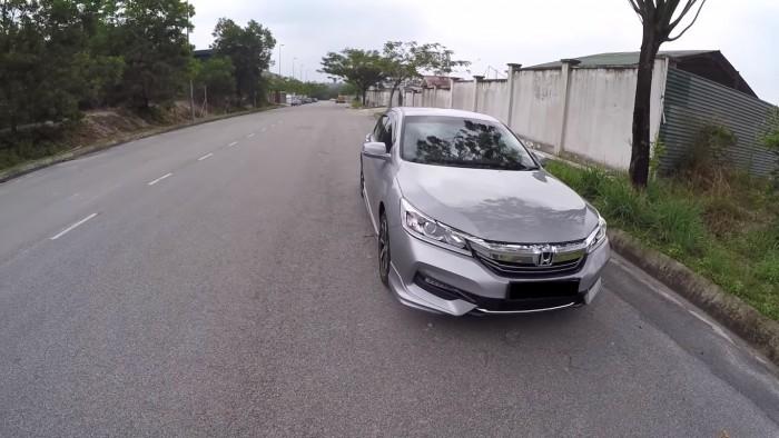 Cần bán gấp xe Honda Accord 2.4L màu bạc model 2017 nhập khẩu