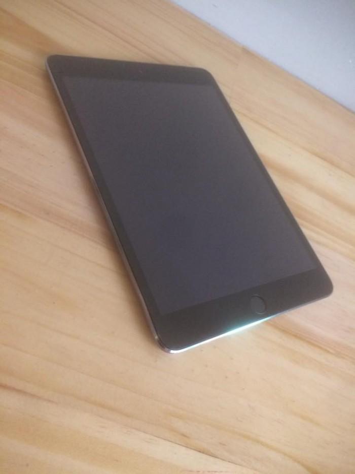 Ipad mini 3 , sim 4G, dung lượng 16GB ngzin