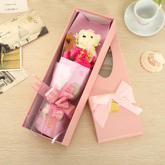 Hoa hồng sáp 3 bông kèm gấu là sản phẩm được tạo hình đẹp mắt và sống động cùng hương thơm quyến rũ, là quà tặng thú vị mà bạn có thể lựa chọn để dành cho người mà mình yêu quý.