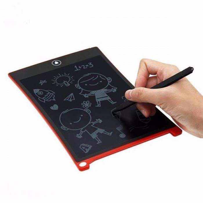 Bề mặt không quá trơn bóng mà được làm mịn vừa phải có hơi nhám một chút để hạn chế trượt khi di chuyển bút trên bề mặt . Tạo cho bạn một cảm giác cực kỳ êm tay, giống như bạn đang viết trên một tờ giấy thực .