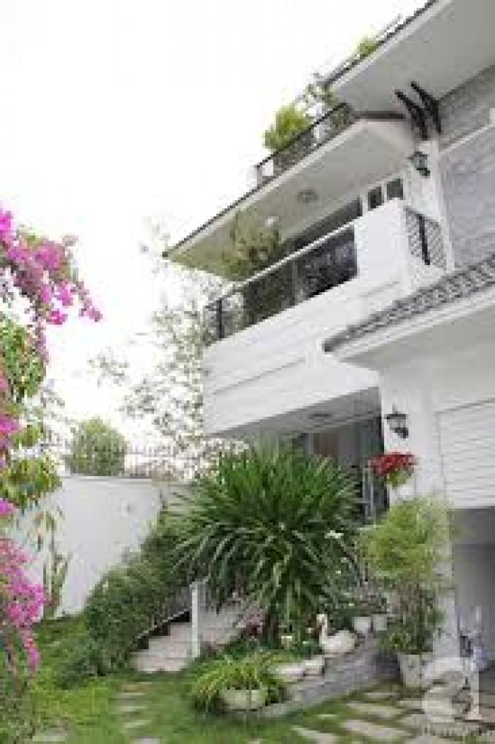 Bán nhà Biệt Thự 2 Mặt Tiền đường Nguyễn Văn Trỗi, P.8, Q. 3, 14x15m, trệt, 2 lầu, đúc đẹp