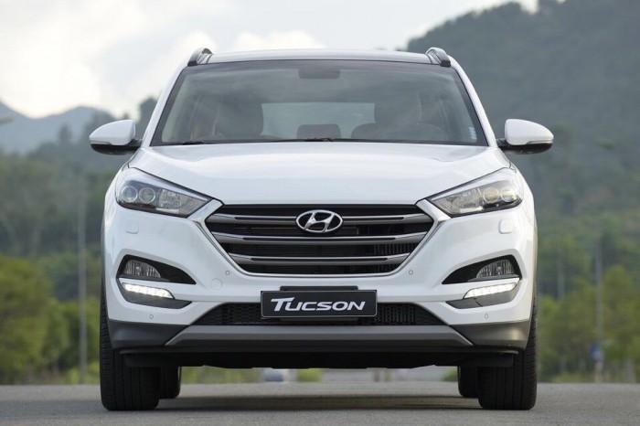 Bán xe Hyundai Tucson Full Option 2017 CKD giá cạnh tranh, trả trước chỉ từ 135tr là nhận xe.