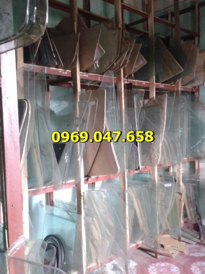 Kính xe ô tô tải Hino 300 - 500 - 700 4