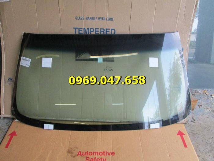 Kính xe ô tô tải Hino 300 - 500 - 700 1