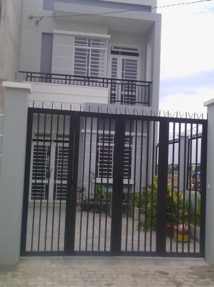 Cần bán gấp nhà đường Dương Công Khi, gần chợ, khu dân cư đông đúc