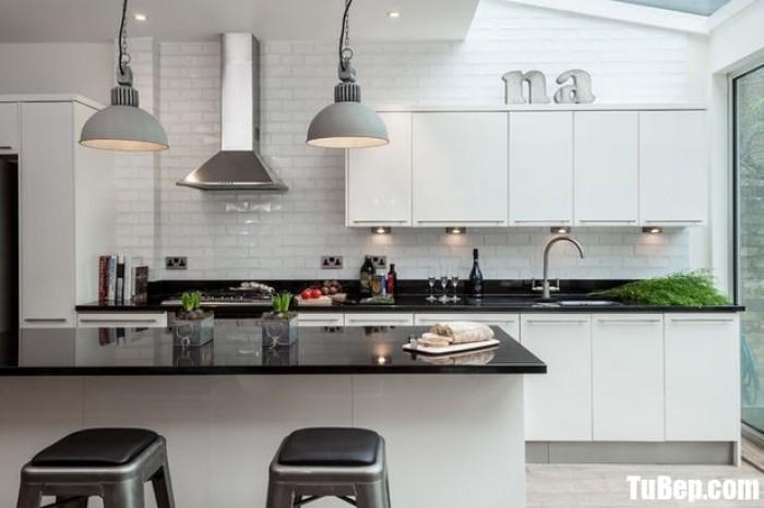 Tủ bếp chất liệu Acrylic bóng gương kết hợp bàn đảo rộng – TBN0038 + Chất liệu và xuất xứ: Chất liệu Acrylic EU + Màu sắc và đặc tính: trắng kết hợp xanh  + Hình dạng kích thước:Tủ bếp được thiết kế dạng chữ L theo phong cách hiện đại + Loại nhà và diện tích đặt bếp: Căn hộ gia đình, không gian phòng khoảng 25m2 + Dịch vụ cộng thêm: thiết kế miễn phí, theo dõi tiến độ online, tem chứng nhận, sms theo dõi bảo hành, bảo trì 24/7