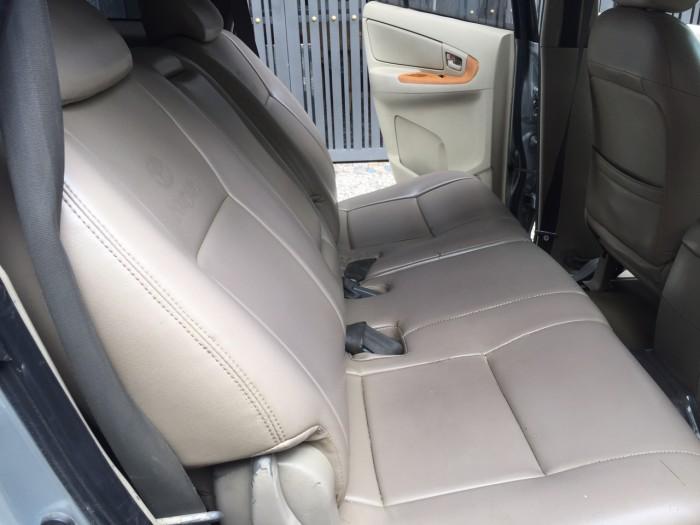 Nhà cần bán Innova 2008 số sàn màu bạc xe gia đình dùng giữ kỹ.