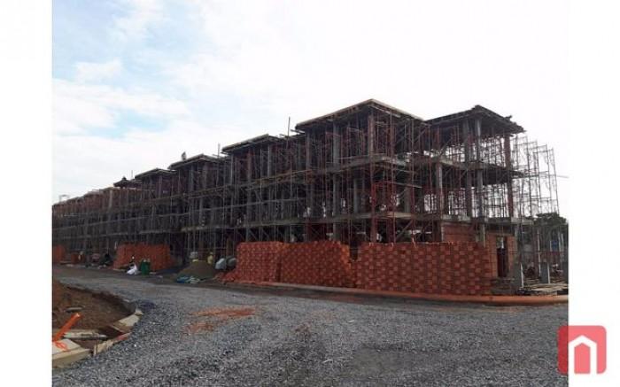 Sở hửu nhà phố bình chánh chỉ 1,98 tỷ/căn gần bến xe q8 giá chỉ 5x15 xây dựng trệt 2 lầu
