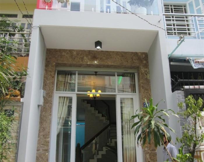 Bán Nhà MT đường Bà Huyện Thanh Quan, P.6, Q.3, DT: 6.2x25m.