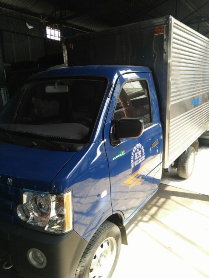 Xe Dongben 870kg thùng kín màu xanh, giá ưu đãi