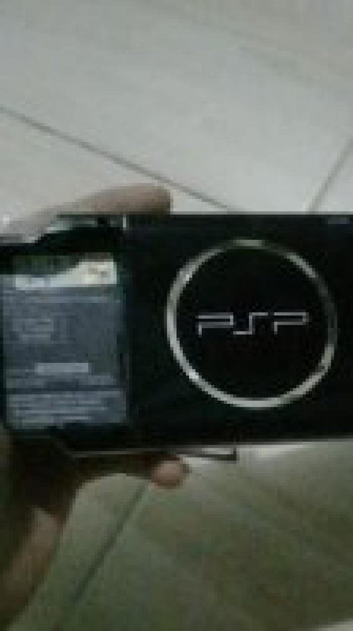 Cần bán máy chơi game cầm tay psp 3000