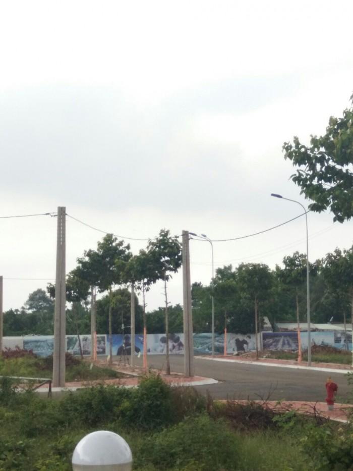 100% đất tc nằm trên đường Phạm Văn Đồng có SHR