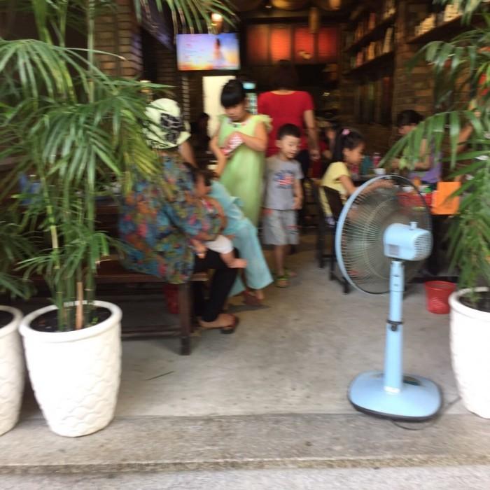 Cần cho thuê quán cafe và quán ăn mặt tiền đường số, Phạm Hữu Lầu, quận 7. Dt 5x16m, 2 tầng.