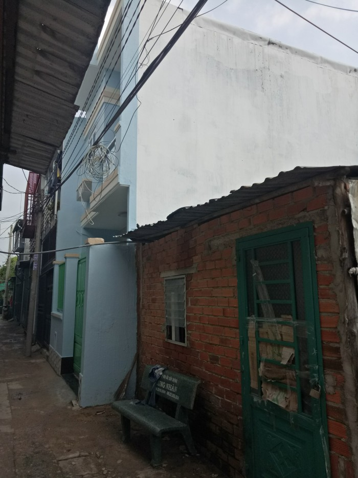 Cần bán gấp nhà nát ngay chung cư Thạnh Lộc quận 12 giá rẻ  Diện tích 7,5x8 giá rẻ  vị trí ngay cạch chung cư