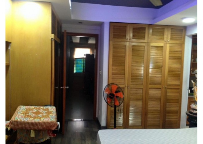 Nhà mặt phố Kim Mã, lô góc, vỉa hè rộng, mặt tiền 3,8m, KD đỉnh