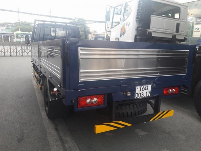 Xe IZ49  2.5 tấn  Ero4 bán trả góp hằng tháng 7