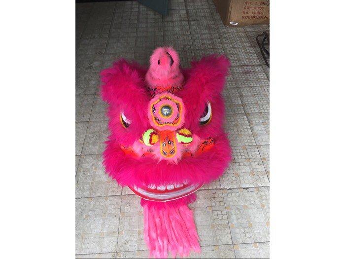 Đầu lân màu hồng lông cừu