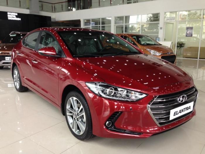 Bán xe Hyundai elantra 1.6AT, hổ trợ khách hàng lên đến 90trieu