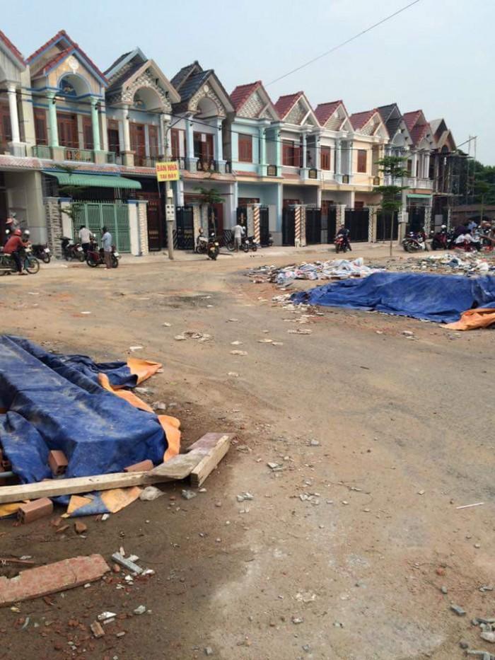 Nhà 1 trệt 1 lầu sát ngay ngã ba Xuyên Á khu đô thị mới Hóc Môn.