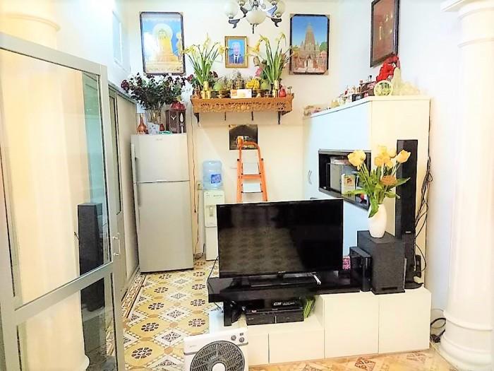 Nhà đẹp phố Tạ Quang Bửu,45m2, 2 ô tô 7 chỗ tránh nhau trước cửa