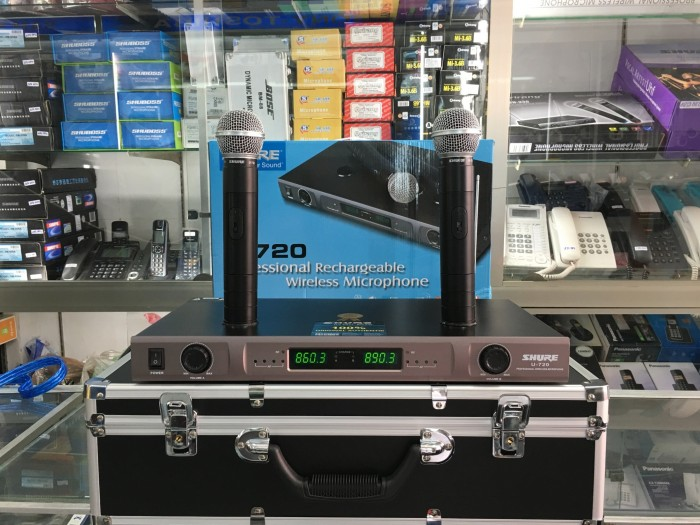 Micro không dây Shure sạc U720 mẫu mã đẹp, sang trọng mà giá quá ẻ2