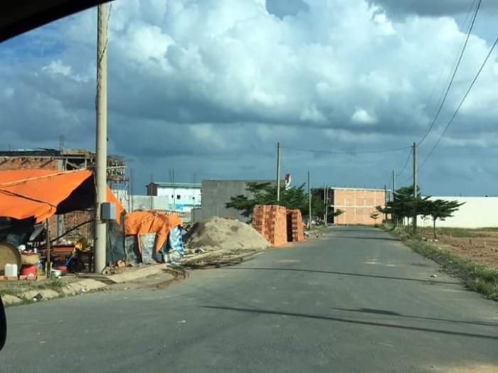 Bán đất 7x20m gần chợ, gần trường học, khu dân cư sầm uất, giá rẻ