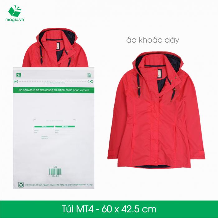 Túi nilon giao hàng được xem là sản phẩm đóng gói lý tưởng vì khả năng sử dụng đa dạng, hiệu quả và tiết kiệm chi phí so với hộp carton đóng gói. Túi nilon giao hàng cũng được sử dụng rộng rãi phục vụ cho nhu cầu của các doanh nghiệp như: đựng hồ sơ, catalogue, đặc biệt là trong thương mại điện tử và vận chuyển.  Các ưu điểm vượt trội của túi nilon đóng gói so với túi nilon thường  Tiện lợi & an toàn - Túi có sẵn đường băng keo nêm phong; chỉ cần tháo và dán. Thẩm mỹ và bền bỉ - Sản xuất bằng vật liệu nhựa trơn và bền giúp không bị nhăn và rách trong quá trình vận chuyển. Nhanh chóng - Bảng thông tin giao hàng (người gửi, người giao, địa chỉ giao hàng, giá trị đơn hàng...) được in sẵn trên túi Thân thiện môi trường - Túi được sản xuất từ nguyên liệu tái chế và có khả năng tự phân hủy. Túi nilon giao hàng dùng cho các sản phẩm sau:  Sản phẩm có tính đàn hồi: quần áo, thời trang, vải, da, nhựa dẻo… Sản phẩm đã có hộp cứng sẵn đi kèm. Sản phẩm không có các vật cạnh nhọn. Sản phẩm không có khả năng chịu ẩm và cần được chống thấm.  Đặc điểm kĩ thuật    Mã sản phẩm:  MT4   Kích thước:  60x45.5 cm   Độ dài miệng túi:  4.8 cm   Độ dài băng keo dán:  1.5 cm   Độ dày túi:  50micron +/-10%   Số lượng túi tối thiểu 1 lần đặt: 25 túi   Lưu ý: Túi nilon không được dùng để đóng gói hàng dễ vỡ (thủy tinh, có chứa chất lỏng, đồ điện tử...). Để bảo đảm an toàn cho các sản phẩm này, Magix đề xuất bạn nên sử dụng hộp carton đóng gói đã đạt chuẩn có sẵn trên website của Magix.0