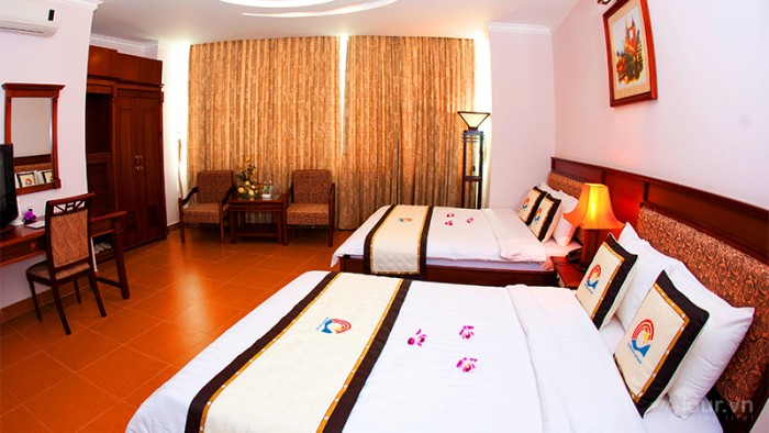 Bán Khách sạn Mặt Tiền Nguyễn Trung Trực, Quận 1, GPXD: 2 Hầm 12 Lầu, DT: 13x38m