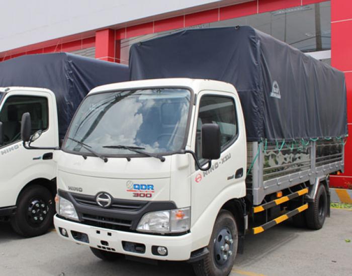 Xe tải Hino 1.6 tấn thùng mui bạt XZU650L