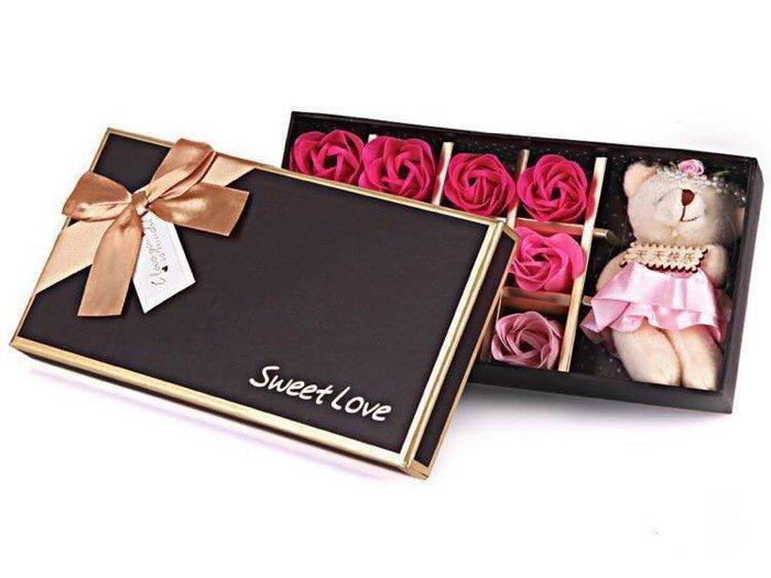 Hoa hồng sáp thơm 12 bông kèm gấu1