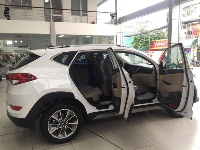 6 túi khí  Xe được trang bị 6 túi khí giúp đảm bảo an toàn cho toàn bộ người lái và hành khách ngồi trên xe
