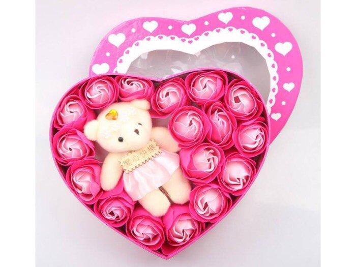 Hoa hồng sáp 17 bông kèm gấu trái tim0