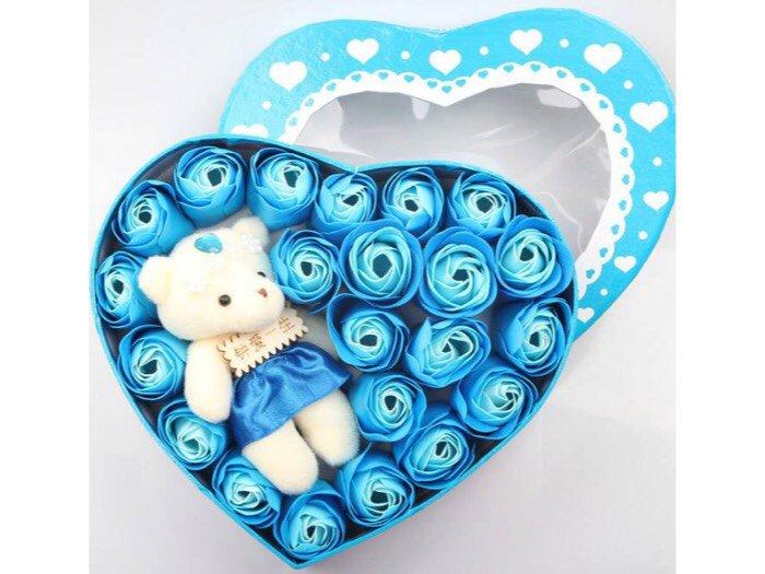 Hoa hồng sáp 17 bông kèm gấu trái tim1