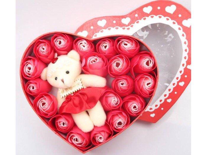 Hoa hồng sáp 17 bông kèm gấu trái tim2