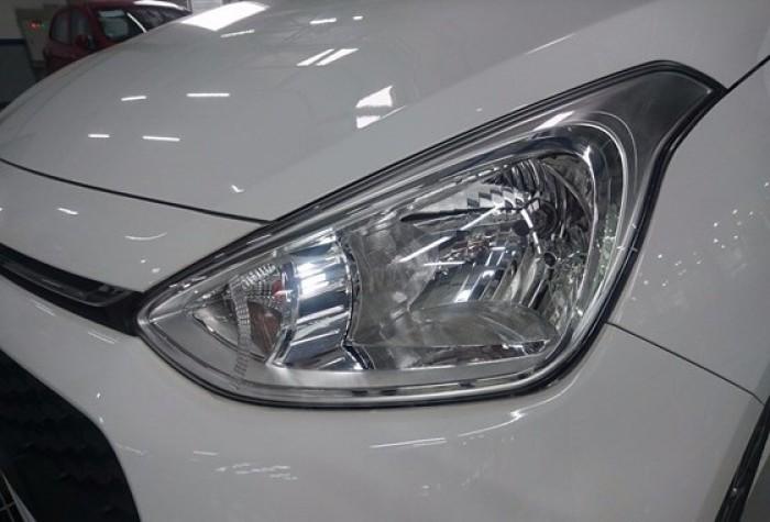 Đèn pha Cụm đèn pha chiếu sáng của Grand i10 được thiết kế trang nhã, hài hòa với tổng thể của chiếc xe đồng thời đảm bảo độ sáng tối đa.