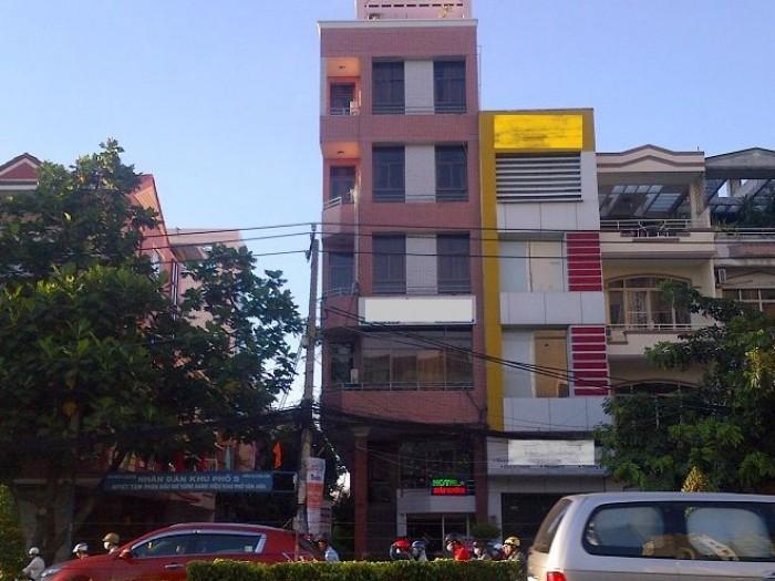 Khách sạn cao cấp 6 lầu Lê Văn Sỹ, Q.3, DT: 4x20m