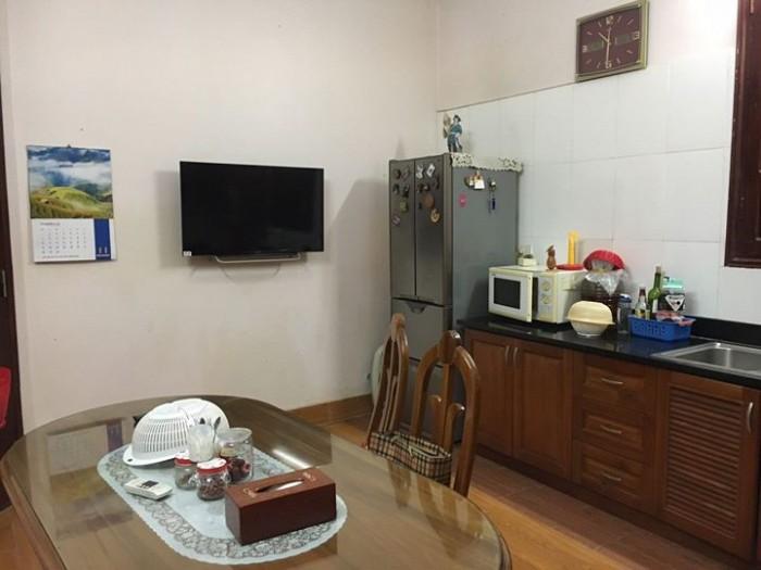 Nhà mặt phố Hàng Chỉnh, Hoàn Kiếm:60m2 , mặt tiền 5m. vỉa hè rộng, bán phụ tùng otô tốt.