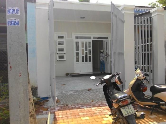 Bán nhà mặt tiền giá rẻ nhất đường Nguyễn Thị Minh Khai, Quận 1, DT 4m2x 23m